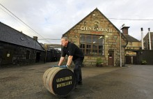 PHOTOGRAPHY AT GLEN GARIOCH DISTILLERY.PICTURE SIMON PRICE